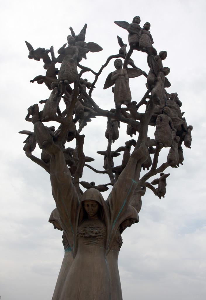 Беслан-памятник-tree_of_grief